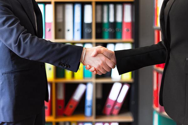 businessman-shaking-hands